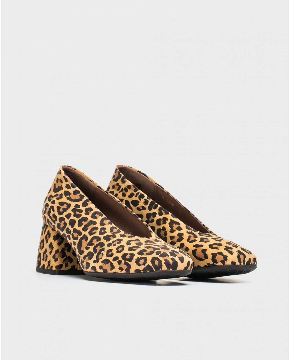 High heeled shoe with animal print