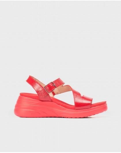 Patent zig-zag sandal