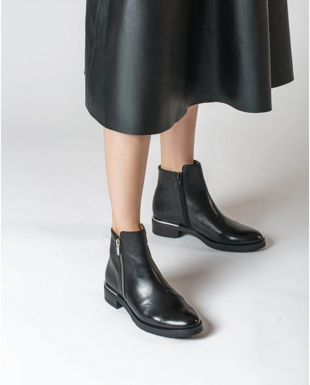 Wonders-Ankle Boots-Contrast leather ankle boot with zip