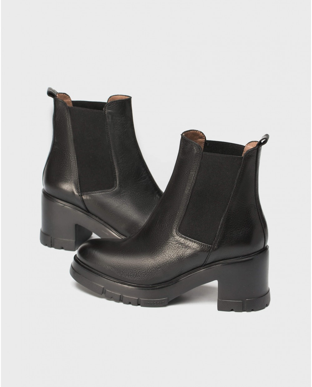 Ankle boot with track sole and elastic