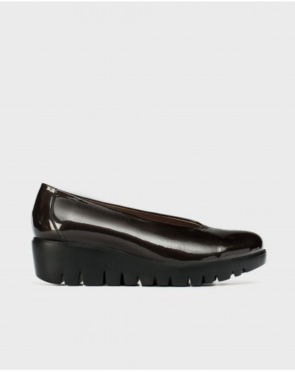 Patent moccasin with wedge heel