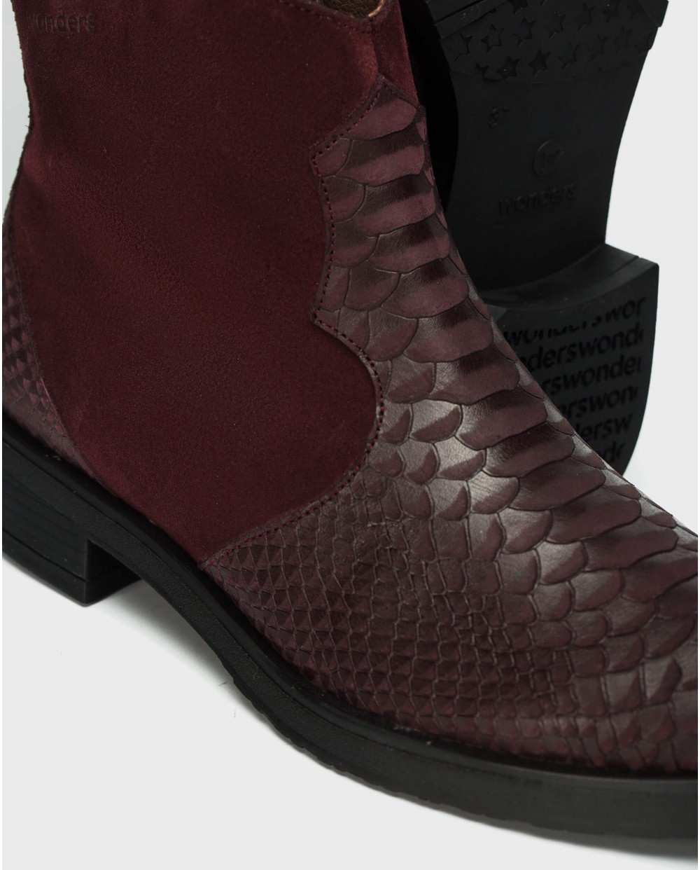 Wonders-Outlet-V cut leather ankle boot