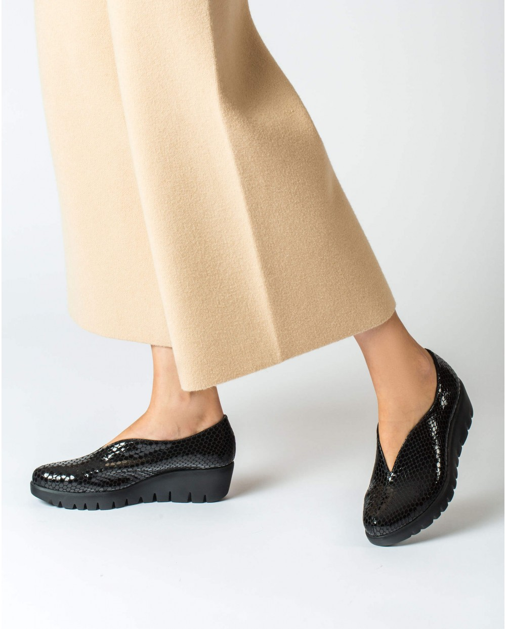 Wonders-Wedges-Black leather shoe