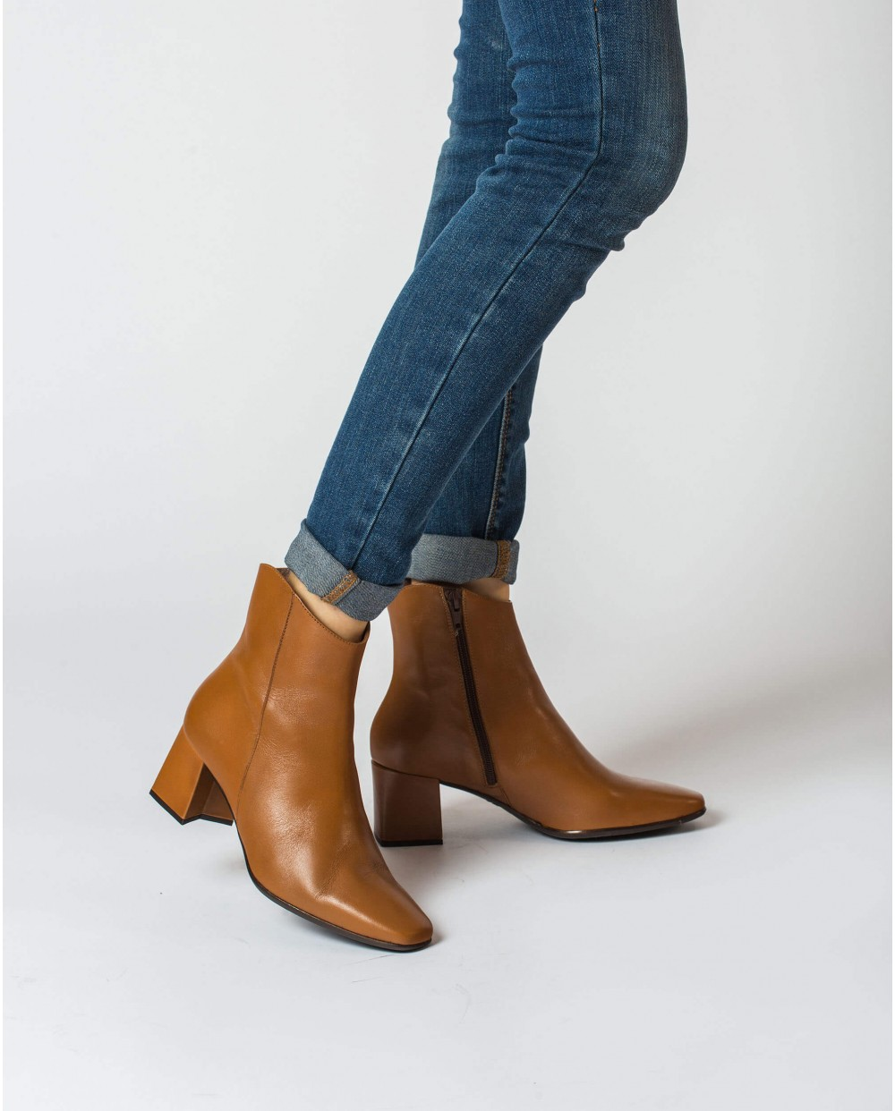 Wonders-Ankle Boots-Leather ankle boot with a square toe