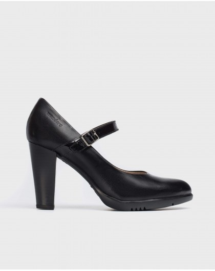 Leather court shoe with strap