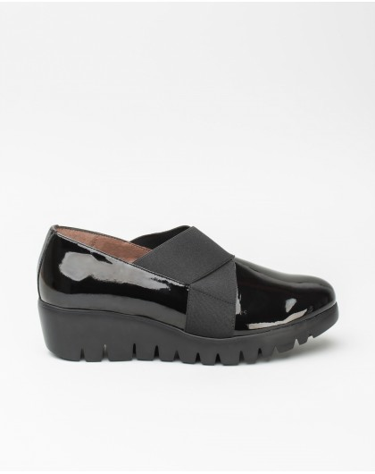 Patent leather loafers with elastic