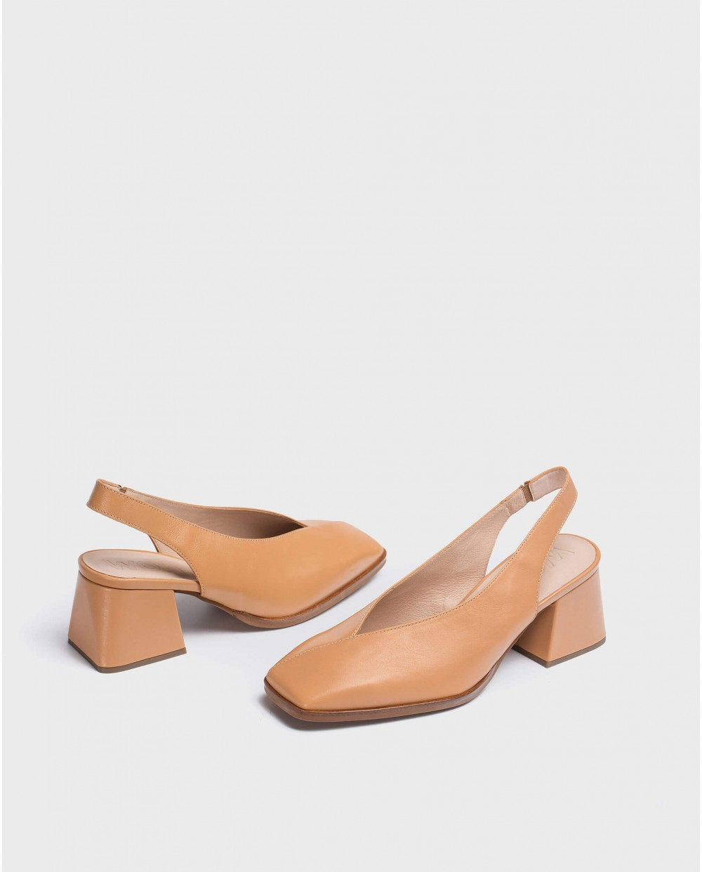 Wonders-Heels-V cut shoe