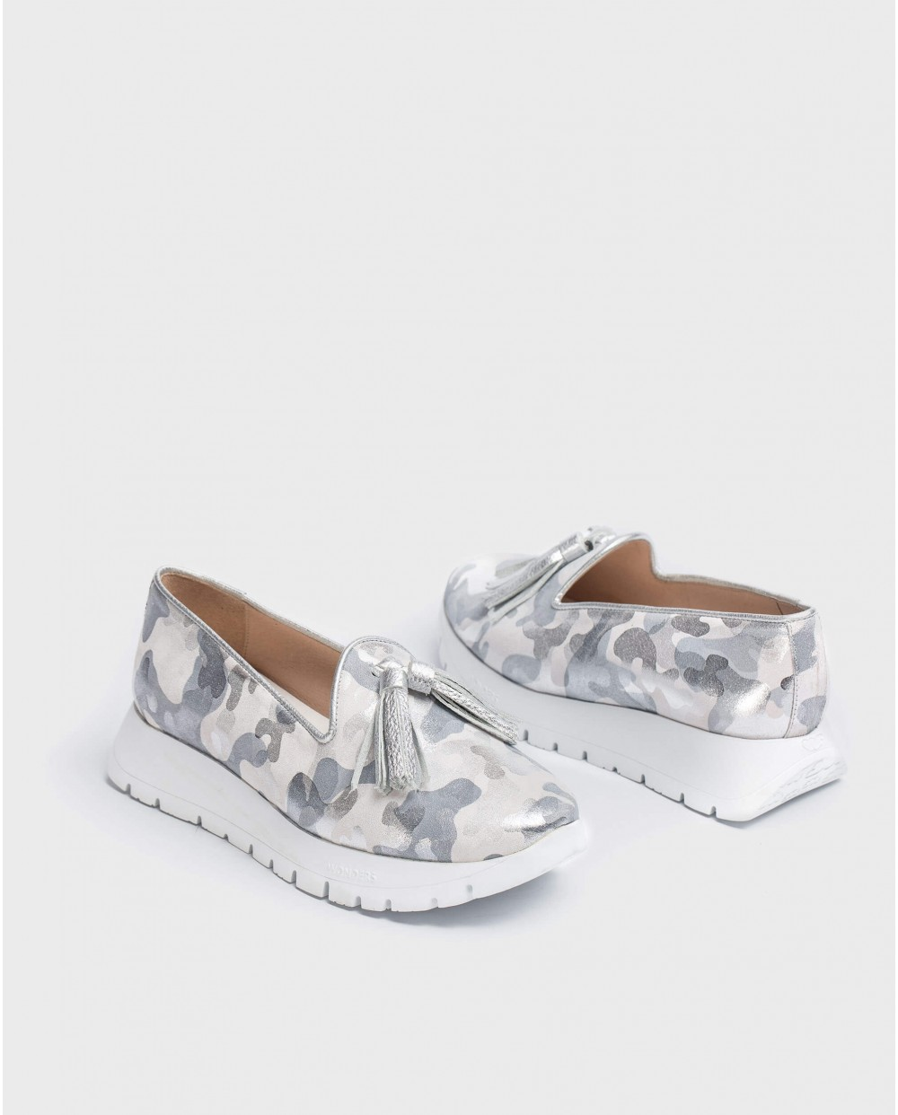 Wonders-Flat Shoes-Embossed leather moccasin
