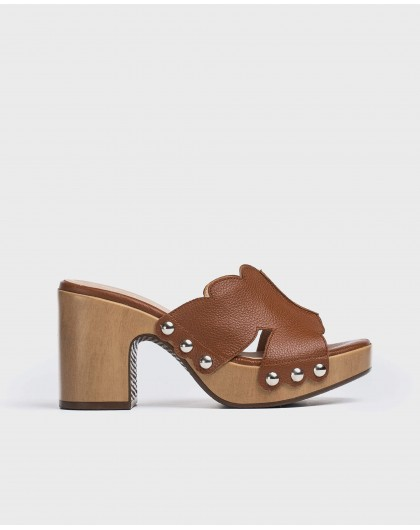 Leather platform clog