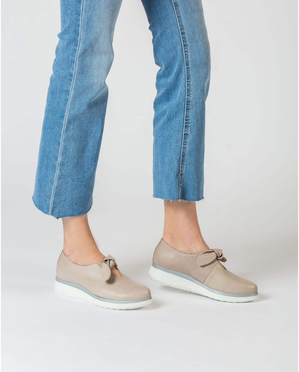 Moccasins with bow detail