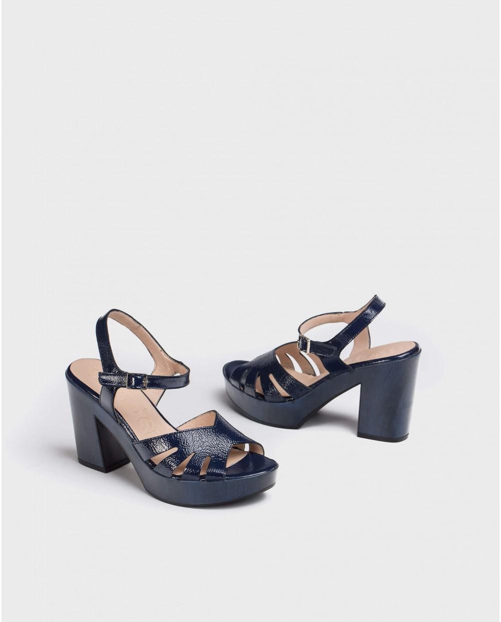 Wonders-Heels-Sandal with side cut out detail
