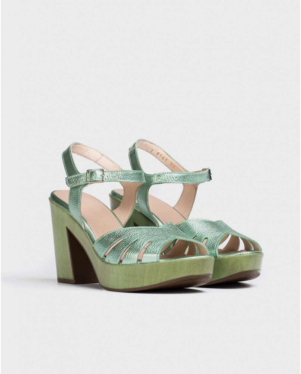 Wonders-Heels-Leather sandal with side cut out detail