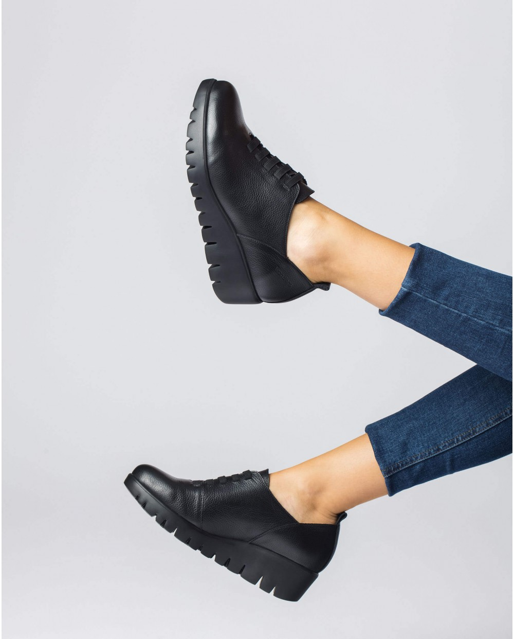 Soft Black leather Sneaker