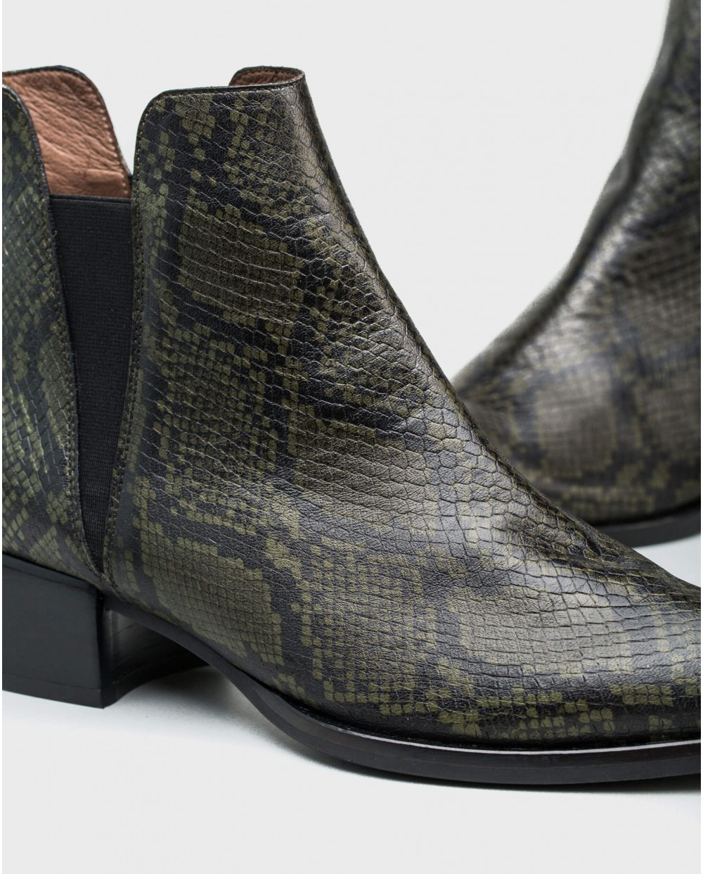 Wonders-Ankle Boots-Cut out bootie