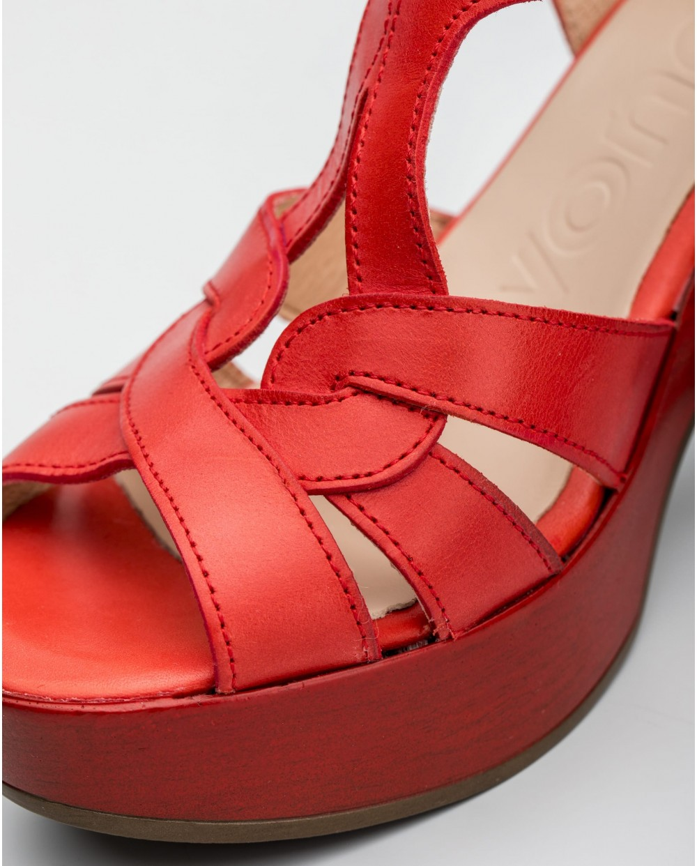 Wonders-Heels-Court shoe with ankle strap closure