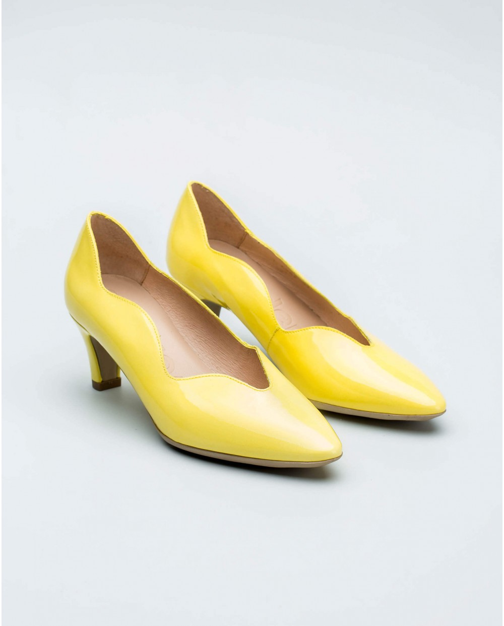 Wonders-Women-Patent leather shoe with wave detail