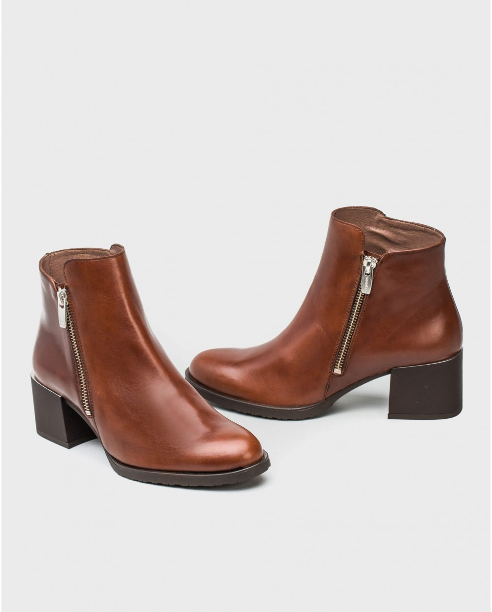 Wonders-Ankle Boots-Leather ankle boot with statement zip