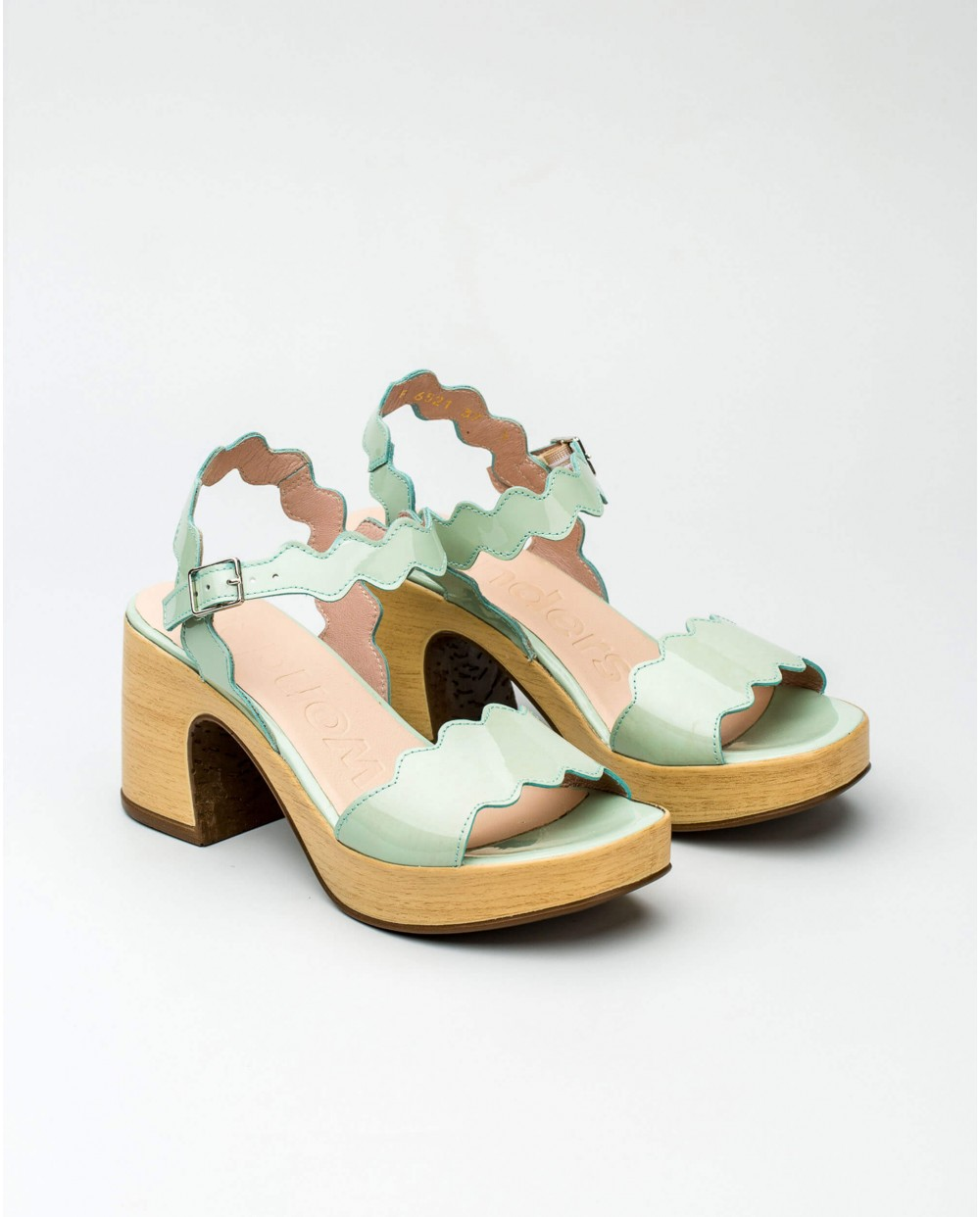 Wonders-Outlet Women-Sandal with wave detail straps