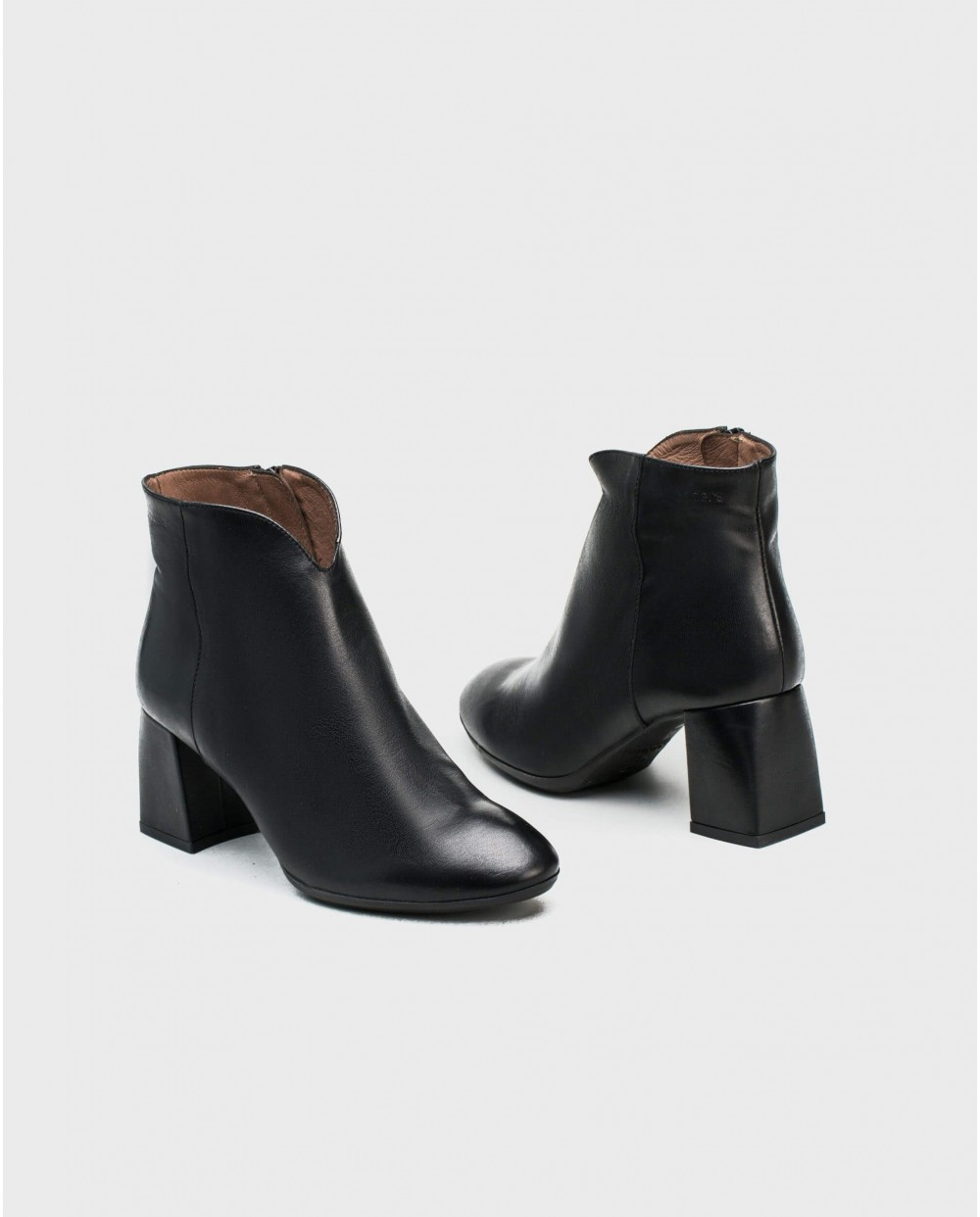 Wonders-Ankle Boots-Leather ankle boot with throat detail