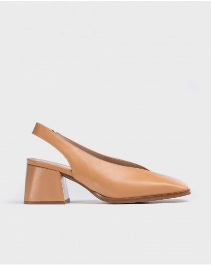 Wonders-Heels-V cut shoe
